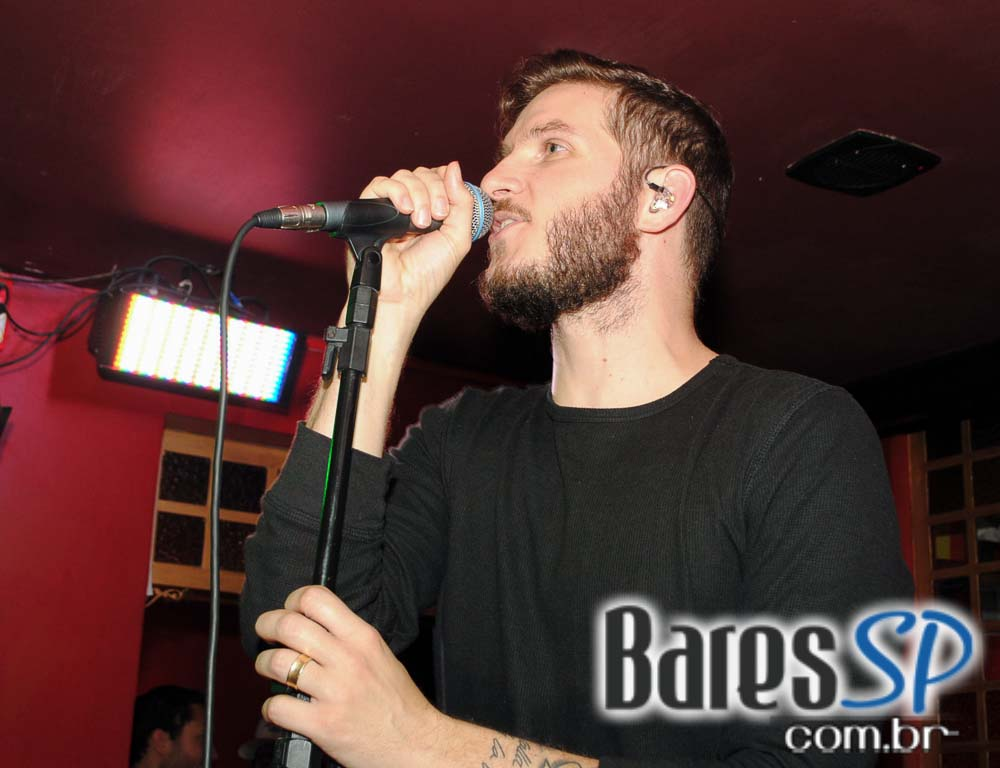 Sal Vincent & Banda Overman se apresentaram no palco do Republic Pub