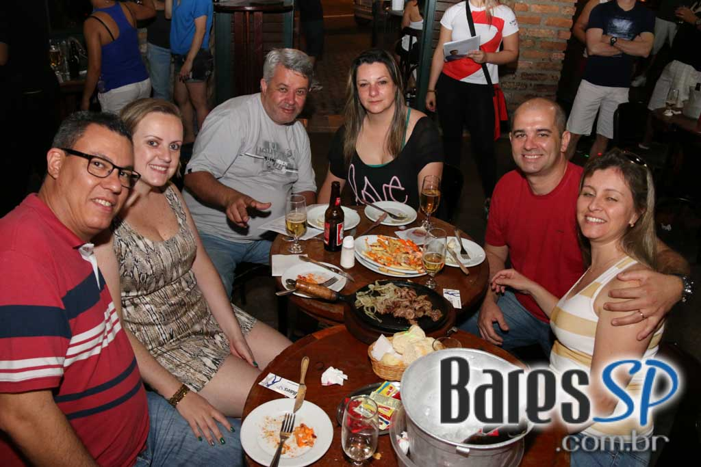 Feijoada ao som do Grupo Esquadrão do Samba no Adega Original Bar - Unisal