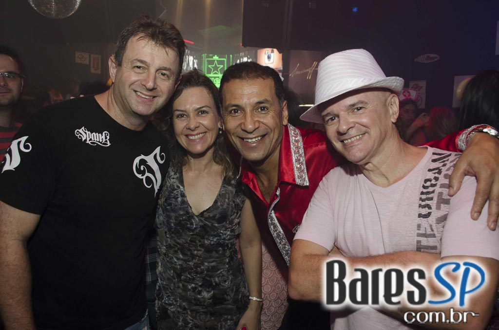 Noite da Mini Saia com DJs nas pick-ups animaram a sexta do Akbar Lounge e Disco