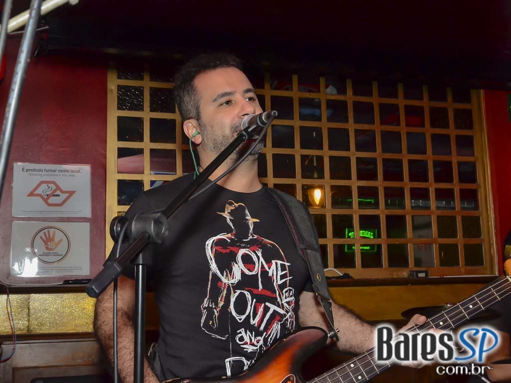 Mr. Burns e DJ Cadu da 89 FM animaram a noite do Republic Pub