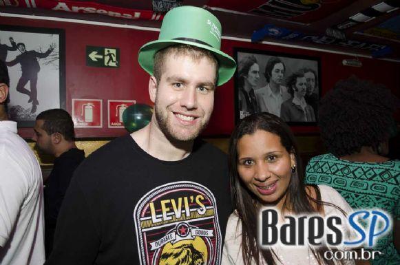 Sal Vincent e banda Insônica animaram a noite de sexta no Republic Pub - St. Patrick's Week