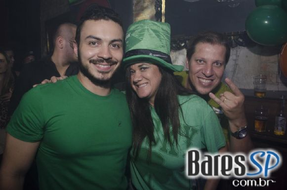 Banda Almanak agitou o St. Patrick's Day com Welcome Chope no St. George's Pub