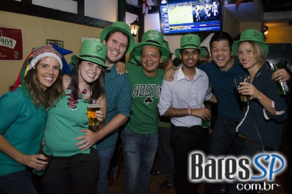 Aculia e Murphy's Law animaram o St. patrick's Day do O Malley's