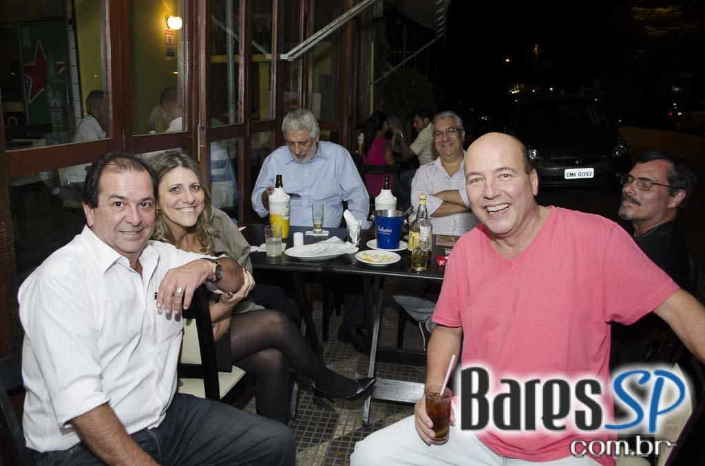 Leporace Bar ofereceu happy hour com diversos drinks e petiscos variados