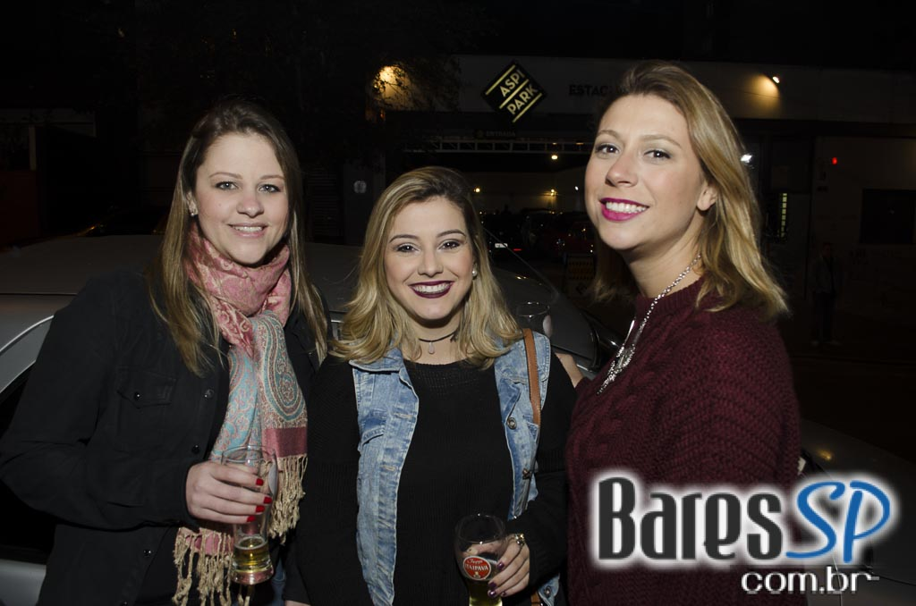 Bar FM 444 ofereceu happy hour com diversos drinks e petiscos na quinta-feira