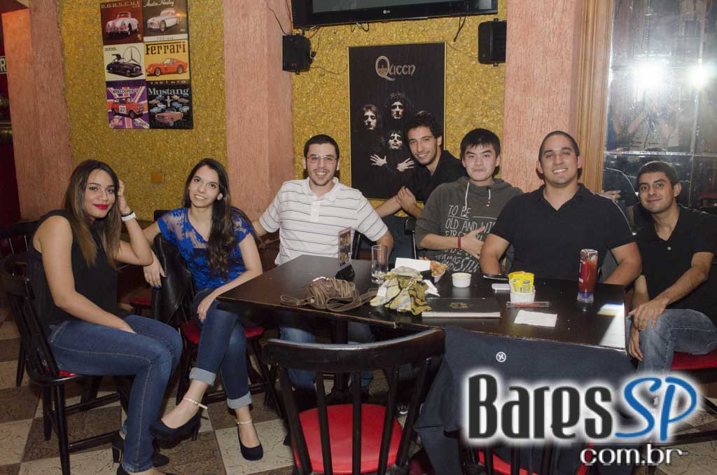 Banda Gullivera e DJ Cadu animaram a festa 89 Rock Party no Republic Pub