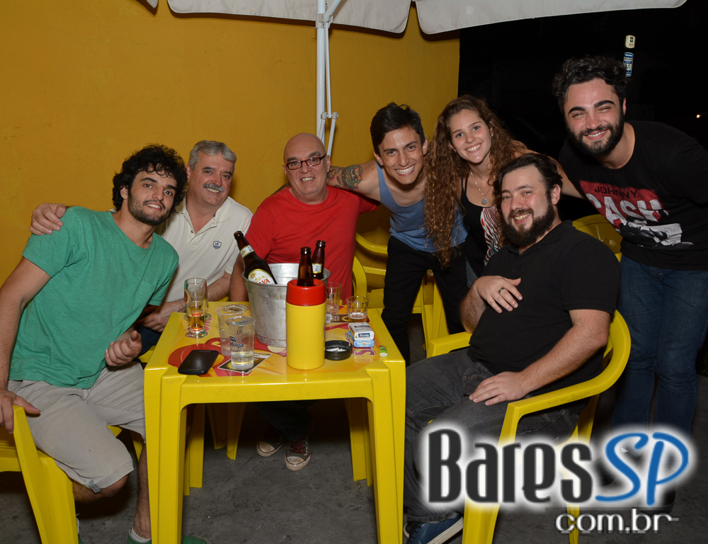 Banda Les Souvenirs agitou o Happy Hour do Butiquim M3 com muita música