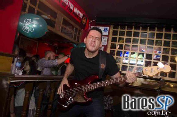 Bandas Vih e Monk comandaram a noite com clássicos do rock no Republic Pub - St. Patrick's Week