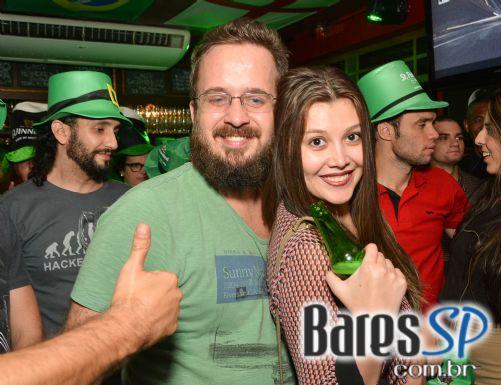 Bandas VIH e Piper animaram a festa de St. Patrick's Day no Republic Pub