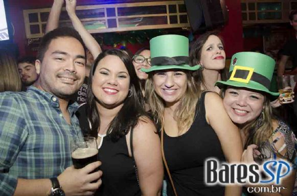 Republic Pub recebeu bandas Vih e Bubbles com clássicos do rock neste sábado - St. Patricks Week