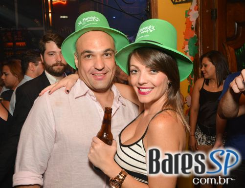 Bandas Movin Up e Rolls Rock animaram a quinta-feira no Bar Charles Edward - St. Patricks Week