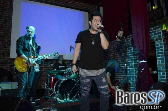 Banda Cowbell comandou a noite com acústico pop rock na semana de St. Patricks do The Sailor