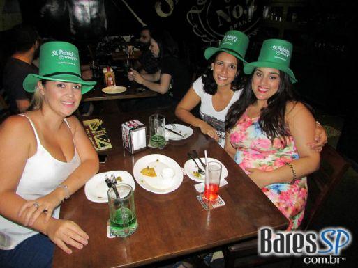 Old Town realizou festa de St. Patricks com Gaita de Fole e promoções de cervejas em dobro