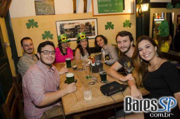 O'Malley's abriu Festival de St. Patricks com bandas Fianna Irish Music e Old School