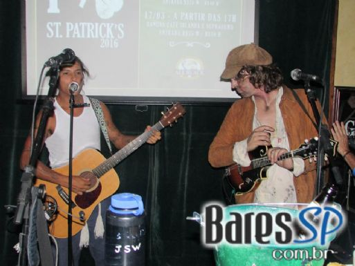 Banda Coverup e Tanaman Dùl agitaram a semana de St. Patrick's do All Black