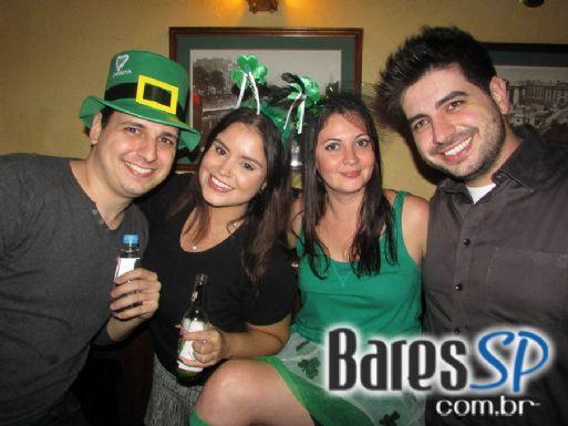 Bandas Piper e Murphys Laws comandaram o St. Patrick's Festival do O'Malley's