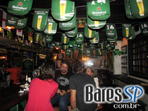 Finnegan's Pub ofereceu happy hour especial para semana de St. Patrick's Day