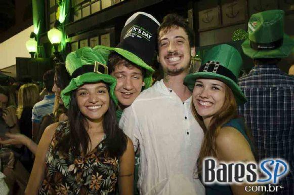 Bandas Junkie Box e Certo Diablos comandaram a festa de St. Patrick's no The Sailor