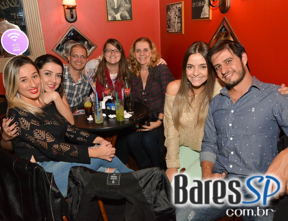 Hi Five Band se apresentou no Willi Willie Bar e Arqueria com muito pop rock
