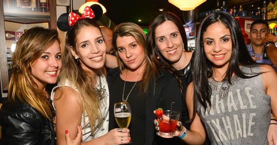fotos - Noite da Cachaça com DJs residentes animaram a noite no Akbar Lounge e Disco