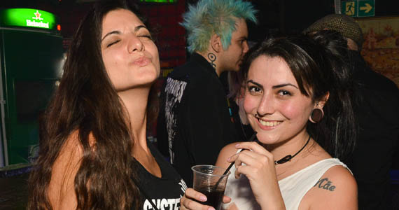 Coberturas BaresSP Festa Garotos Perdidos com show Dancing Of Days no Inferno Club