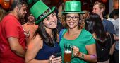 Coberturas BaresSP Banda Zoom Beatles e DJ Cadu animaram o St. Patricks Day do The Blue Pub