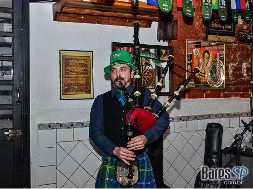 Festa de St. Patricks Day com Gaita de Foles e bandas de rock domingo no Finnegans Pub