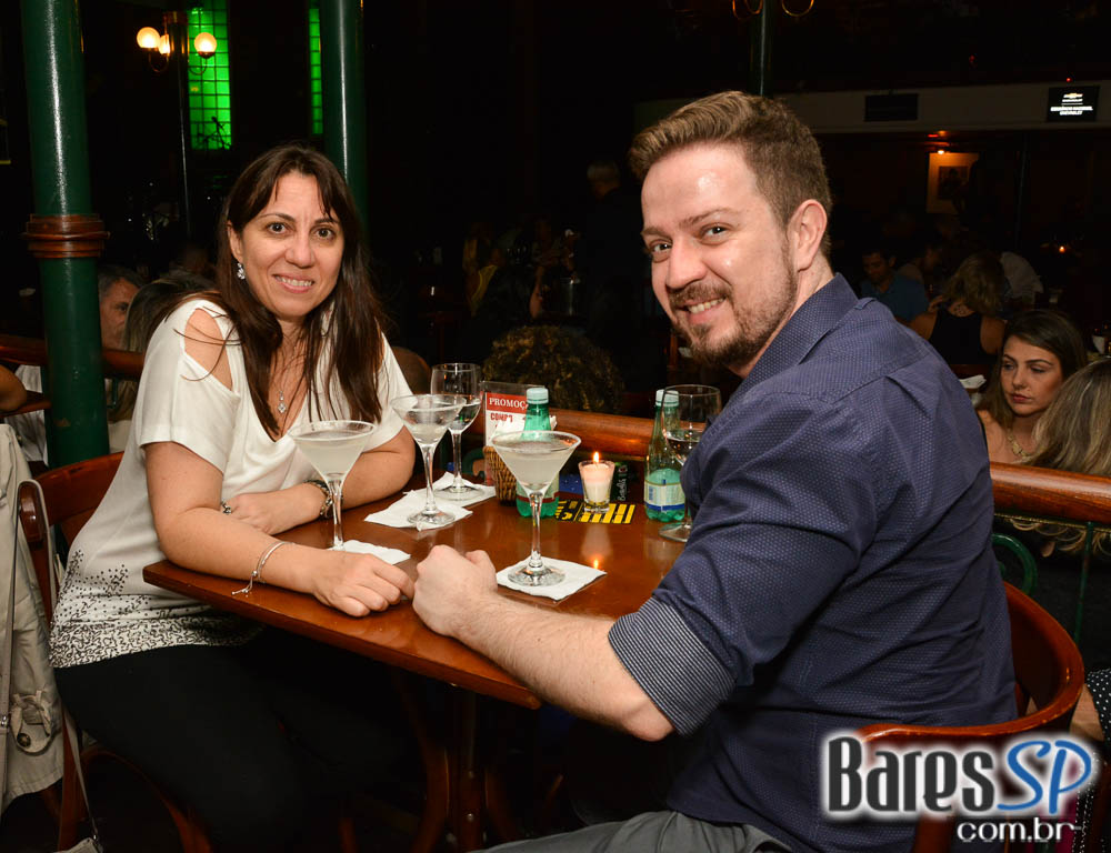 Os jovens músicos da JAMZ trouxeram pop, jazz, soul, rock e r&b no St Patricks do Bourbon Street