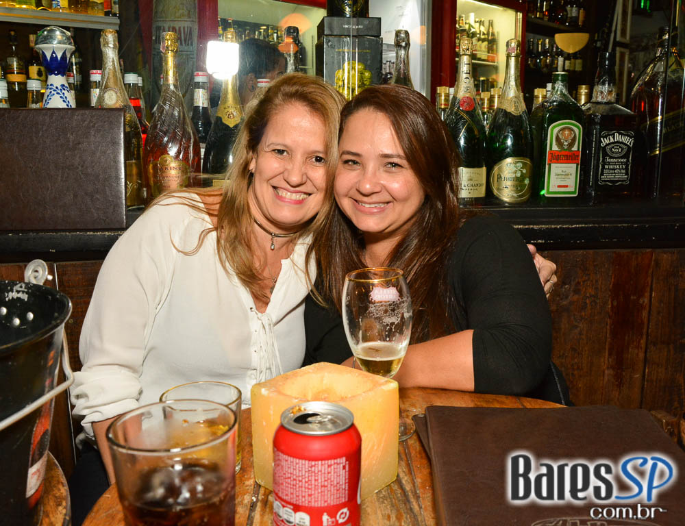 <a href='http://www.facebook.com/sharer.php?u=http://www.baressp.com.br/fotos/visualizar/963079' target='_blank'><img src='/images/icones/social64x64/facebook.png' alt='Facebook BaresSP' title='Compartilhe esta foto' width='40' /></a>&nbsp;<a href='http://twitter.com/share?text=Compartilhe&amp;lang=pt%26url=http://www.baressp.com.br/fotos/visualizar/963079' target='_blank'><img src='/images/icones/social64x64/twitter.png' alt='Twitter BaresSP' title='Compartilhe esta foto' width='40' /></a>&nbsp;<a href='http://www.baressp.com.br/fotos/coberturas/22829/22829_44.jpg' download><img src='/images/icones/download_icon.png' alt='Download' title='Baixar imagem' width='33' style='margin-bottom:4px;' /></a>
