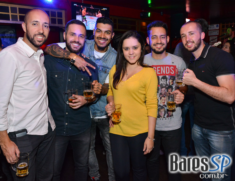 Banda Summer Beats e Sal Vincent comandaram a noite com rock no Republic Pub