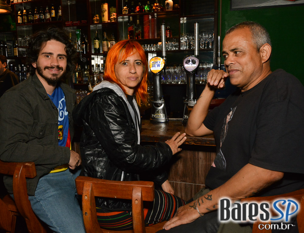 Projeto Late Night Blues com banda de blues diferente toda semana no Ye Olde Pub