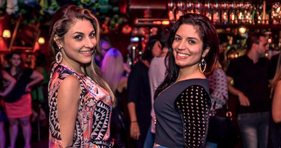 Banda Cowbell e DJ Maia comandaram a noite com pop rock no Republic Pub - St. Patrick's Week 2018