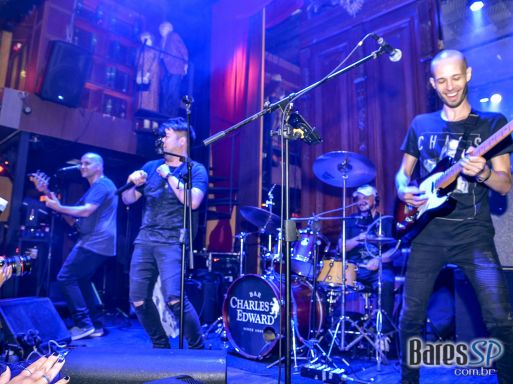 Paula Marquezine e banda Mach 5 comandaram a noite com pop rock no Bar Charles Edward - St. Patrick's Week 2018