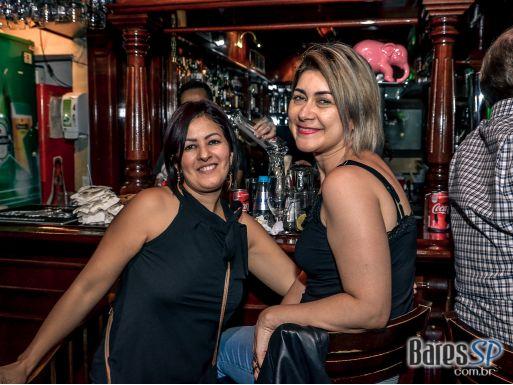 Banda Music Box recebeu o rock dos anos 60 até atualidades no The Blue Pub - St. Patrick's Week 2018