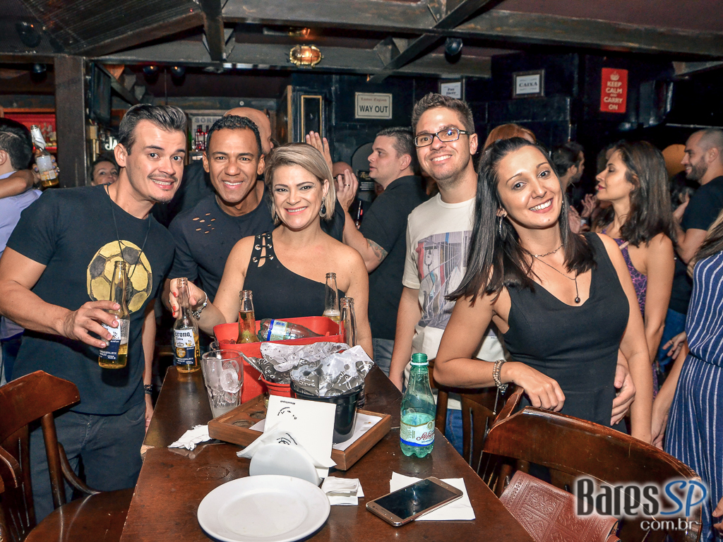 Banda Overman tocou muito pop rock no The Sailor Legendary Pub - St. Patrick's Week