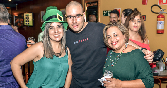 Grandes sucessos do rock com a banda Junkie Box no Bar Charles Edward - St. Patricks Week