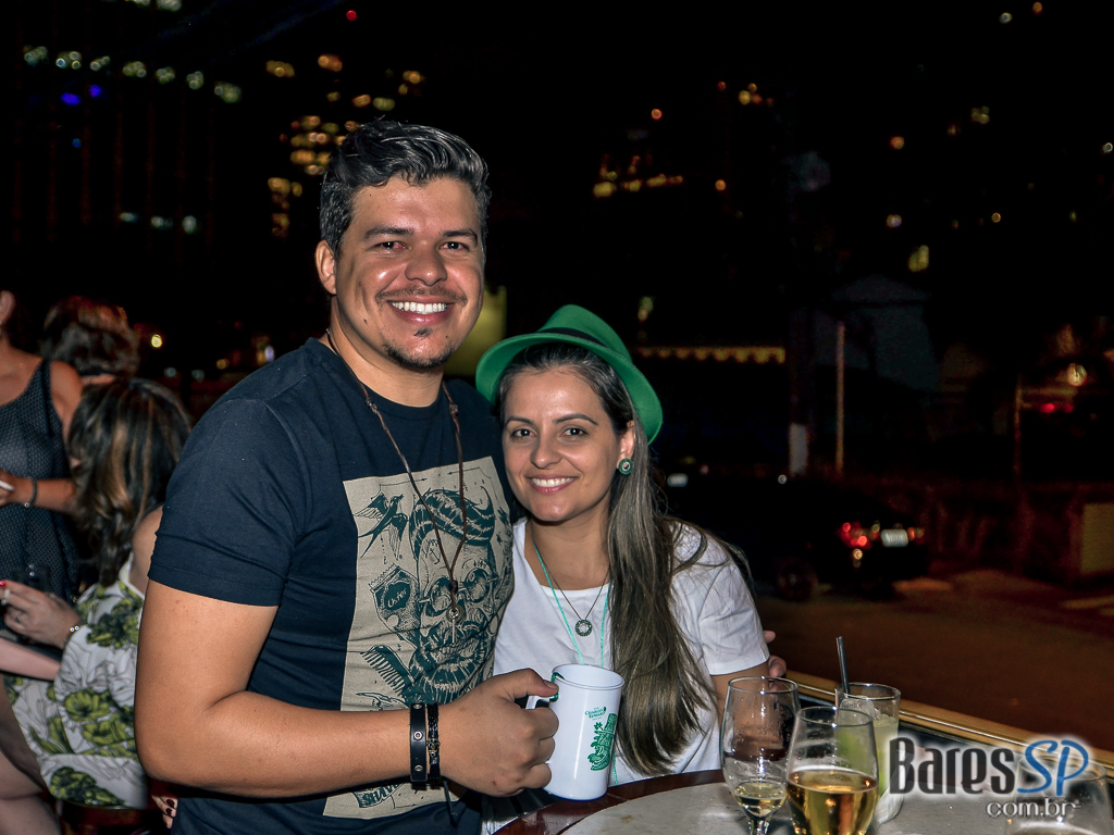 Grandes sucessos do rock com a banda Junkie Box no Bar Charles Edward - St. Patrick's Week